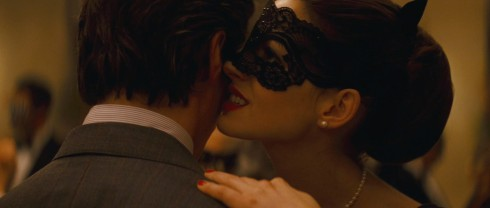 dark-knight-rises-anne-hathaway-selina-kyle-mask-pearls-dancing