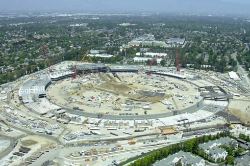 apple-campus-2-construction-drone-video-cupertino-norman-foster-designboom-01-818x545